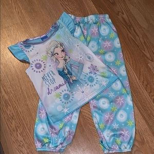 ❄️EUC Disney Pajamas